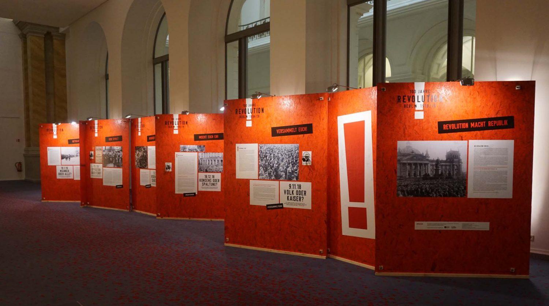 Ausstellungswand im Abgeordnetenhaus